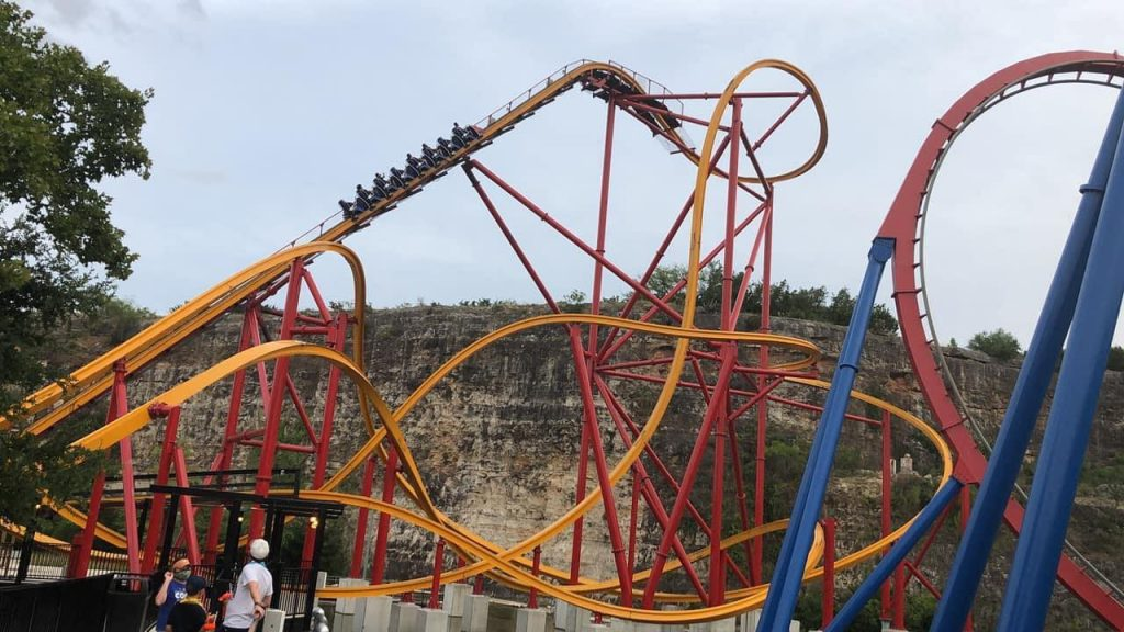 Wonder Woman Golden Lasso Coaster Heading Up Lift